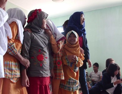 KEBAHAGIAAN ANAK YATIM DI BHAKTI SOSIAL DEPARTEMEN KESEJAHTERAAN BEM KM STIKES DHB BEKERJASAMA DENGAN HMPS S1 KESMASY